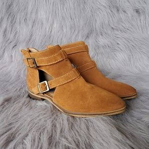 Chinese Laundry Booties sz. 6.5 tan